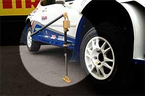 EvoJack Wagenheber am Rallye Fahrzeug